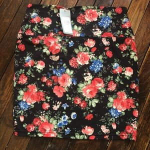 NWT Swoon Floral Body Con Skirt